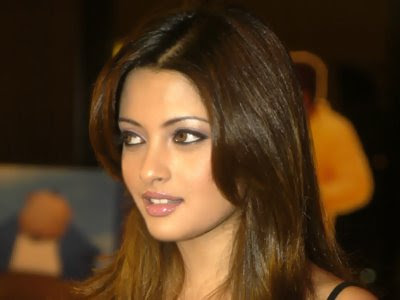 Riya Sen Wallpapers (1)