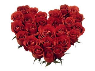 Fotografia corazon rojo relleno de rosas rojas