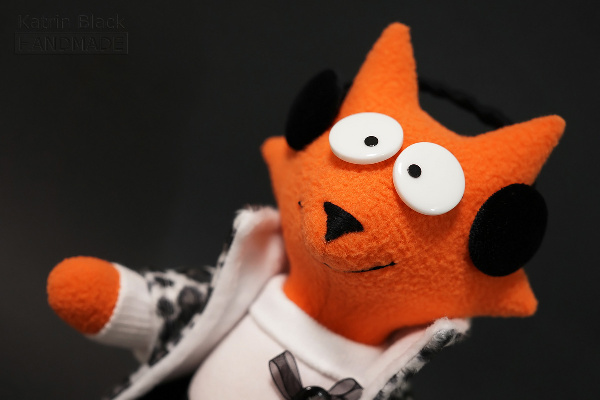 Интерьерная игрушка из флиса - милая лисичка.