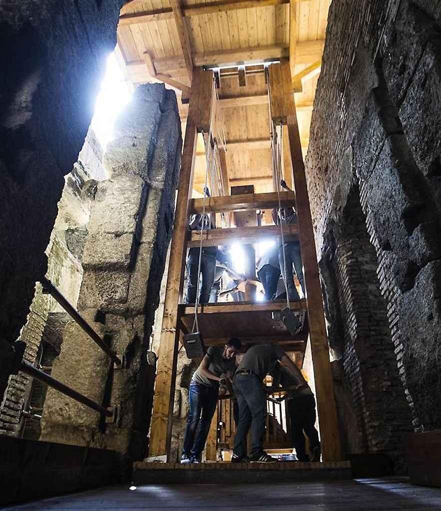 Os sinistros elevadores do Coliseu consumiam a força de oito escravos. Eis um restaurado.