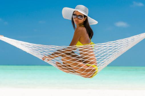 protezione dai raggi UVA e UVB, cappello, occhiali, protezione occhi