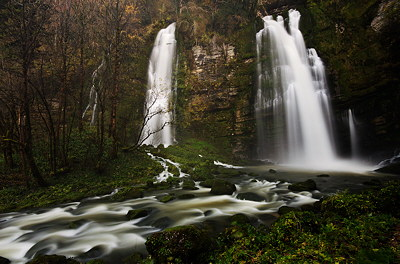 Image of two autumn waterfalls on Flumen river