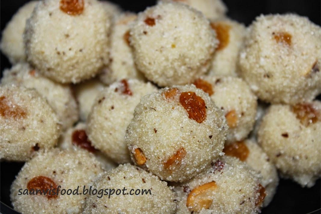 Kobbari Rava Ladoo (Semolina / Sooji Coconut Ladoo)