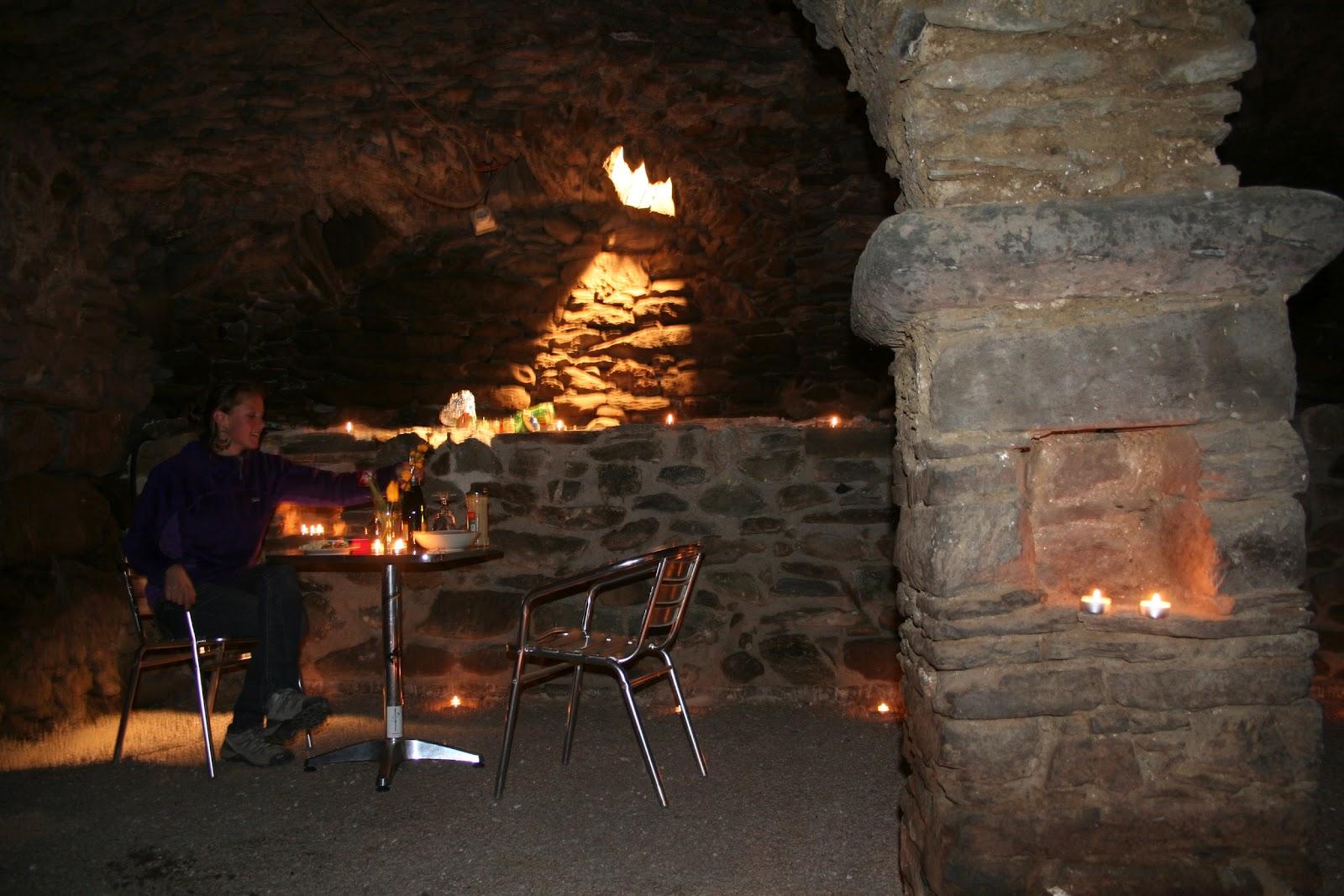 r novation au thyl dessous premier repas dans la cave vo t e. Black Bedroom Furniture Sets. Home Design Ideas