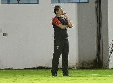 Vitória anuncia saída do técnico Claudinei Oliveira