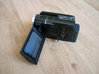 De zijkant van de Sony camcorder