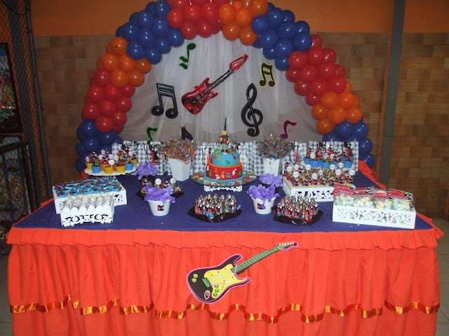 Personalizando Festa Festa da Música do Nicolas