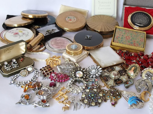 Retrotrace Vintage jewellery and compacts