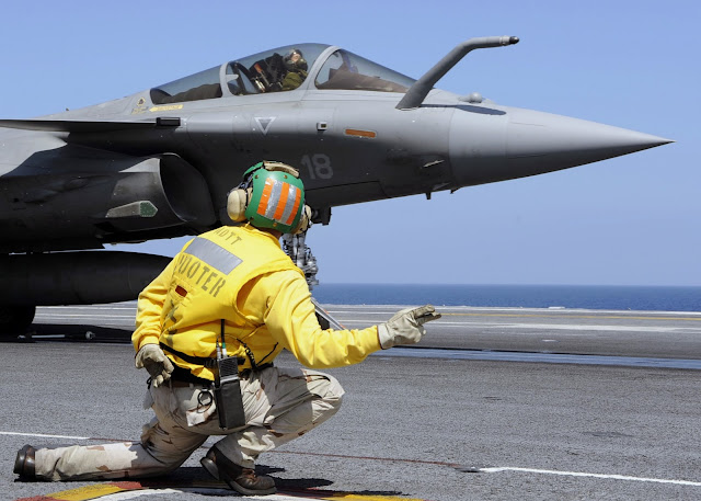 Carrier Rafale takeoff
