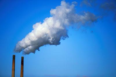 Kadar CO2 di Atmosfer Kini Semakin Mengkhawatirkan, asap pabrik, polusi udara, karbon dioksida, emisi gas CO2, D-A. Blog.