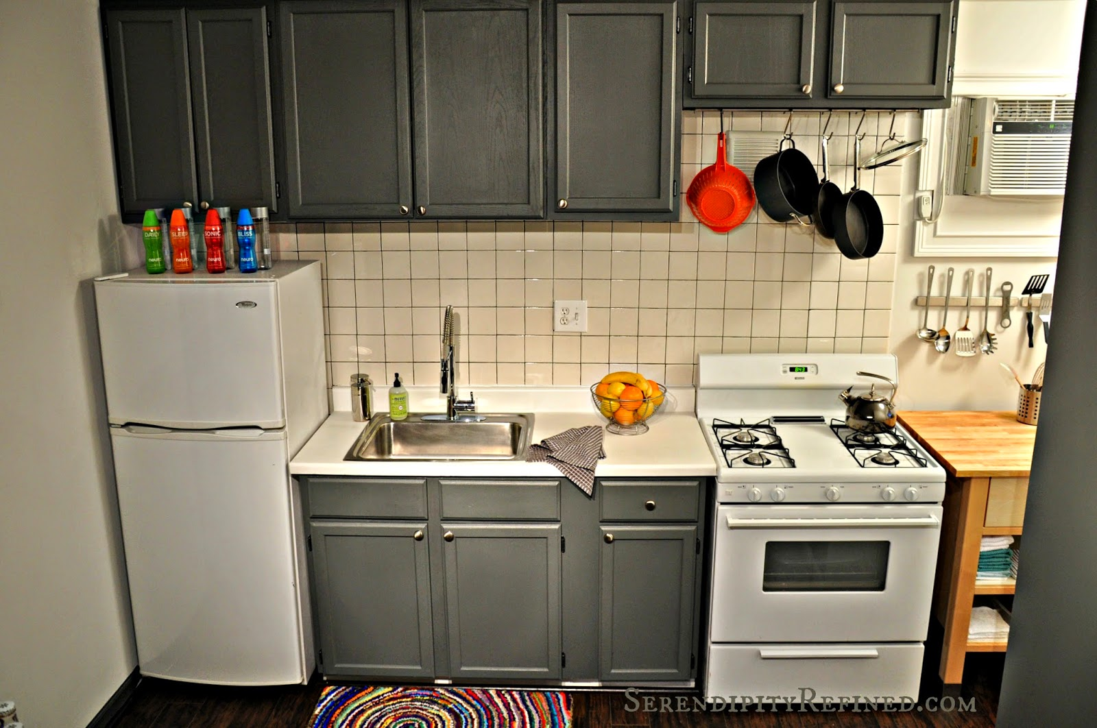 Diy kitchen makeover pthyd for Small galley kitchen makeovers budget