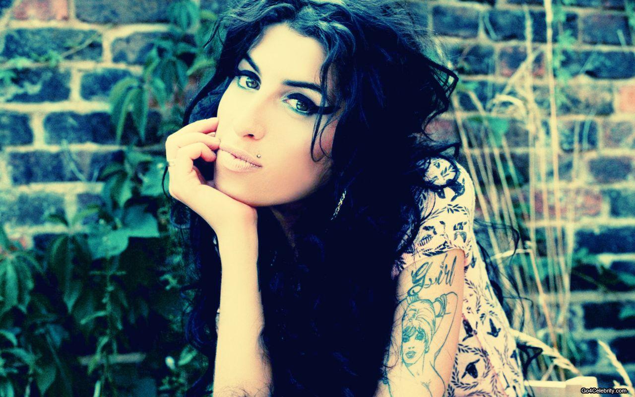 http://4.bp.blogspot.com/-VgWdoZf4lEE/UNHT36jynBI/AAAAAAAAn6Y/aBXEbwcm1RE/s1600/Amy-Winehouse-attitude.jpg