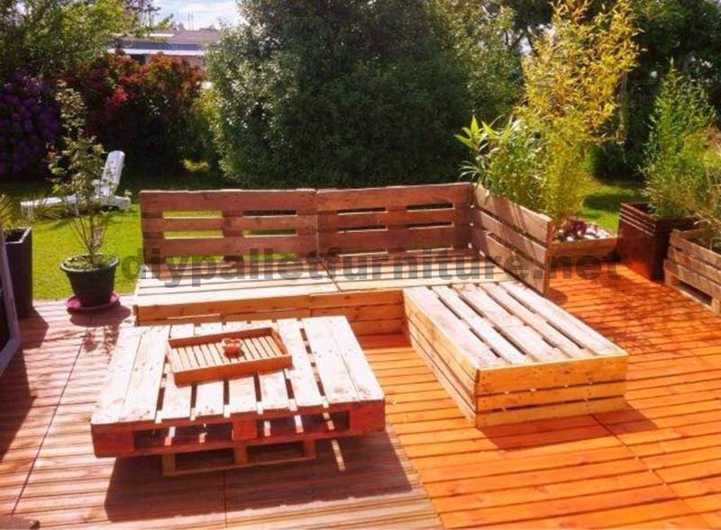Lounge para el jard n hecho con palets for Ideas para hacer sillones reciclados