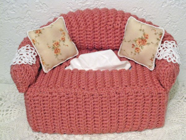 Free Crochet Pattern For Sofa Tissue Box Cover : Crocheted Sofa Tissue Box Cover with Pillows and Doilies