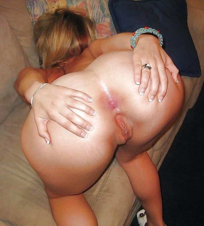 Hot girlfriends gives boyfriends handjob images