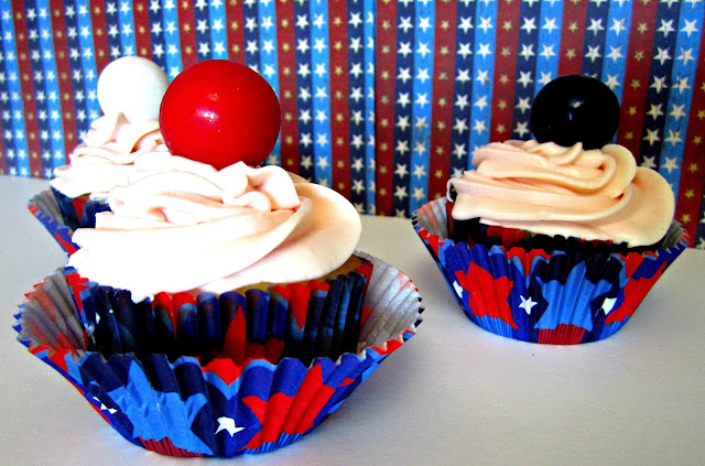 Cupcakes, Patriotic cupcakes, Fizzy Party, gumballs on cupcakes
