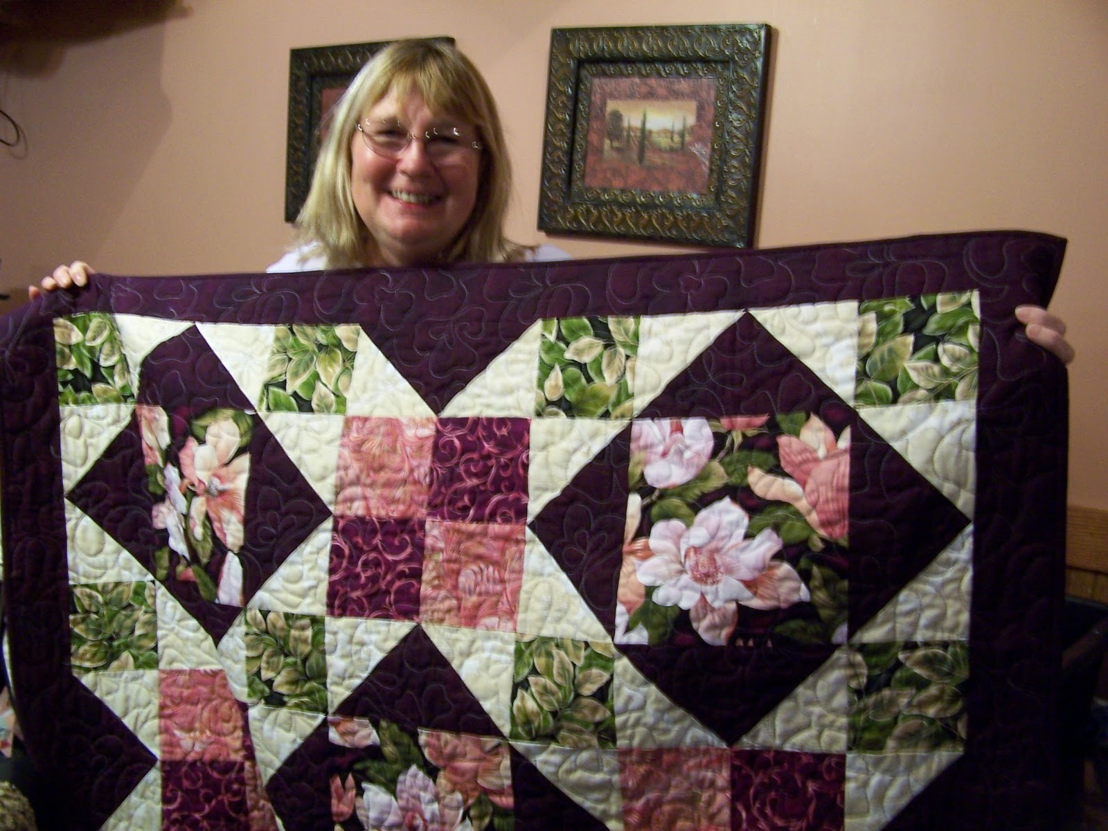 Glady's Gab on Quilts and Quotes: Christmas Quilts Revealed : magnolia quilt - Adamdwight.com
