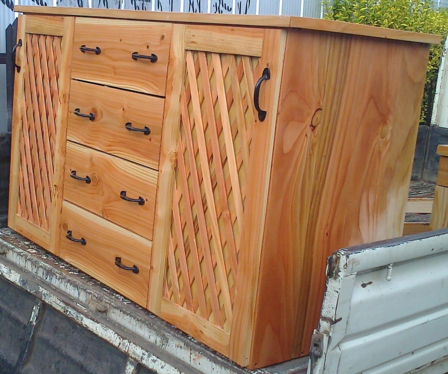 Cajonera con veladores fabricaci n de muebles puertas y - Friso de pino barnizado ...