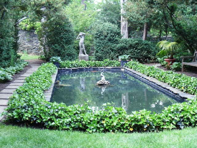 Reflecting pool in the gardens at Oatlands Plantation