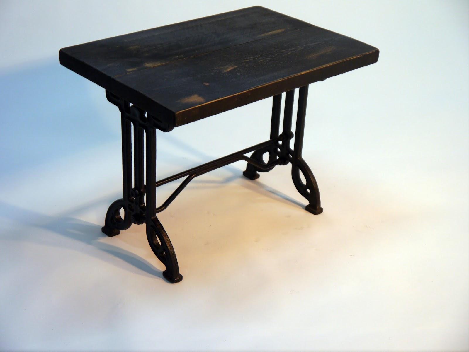 Mesas y sillas en metal de estilo industrial en hierro y for Mesas madera hosteleria