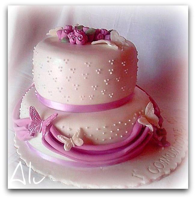 torte e dolcetti di alu comunione a due piani ed a due