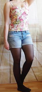 Outfit Pastel Flower Girl -  Denim Shorts, Floral Corsage-Top & Mint Coat