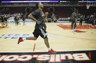 Derrick Rose runs sprints during a pregame warmup before a Bulls game against the Suns at the United Center.