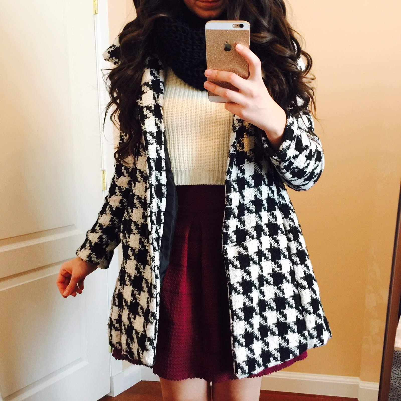 Curvy Outfit Ideas   Petite Outfit Ideas   Plus Size Fashion   Summer Fashion   OOTD   Professional Casual Chic Fashion and Style Inspiration    How to style a black knitted scarf   Perfect Gift for the Holidays   Locotrends Scarf   Locotrends   Casual Outfit  