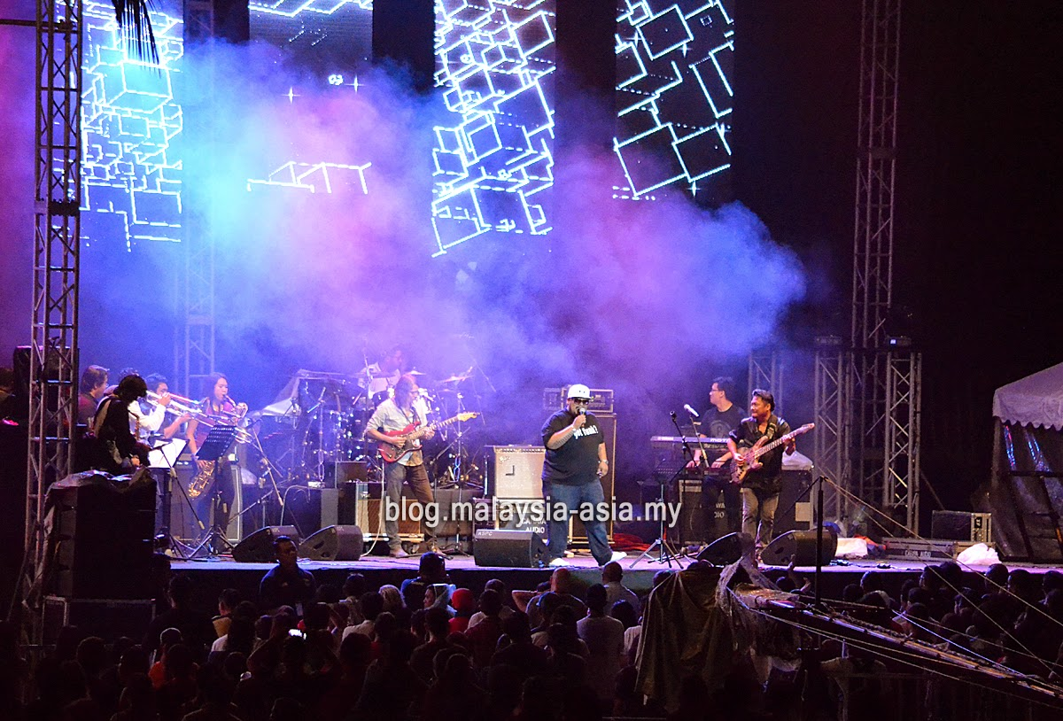 JuncOFunc performing at My Music Festival 2015 Malaysia