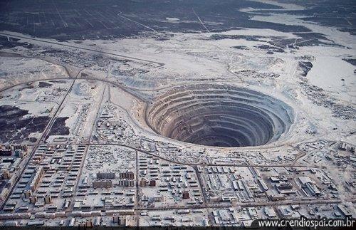 mina de diamantes mirny o buraco gigante do mundo