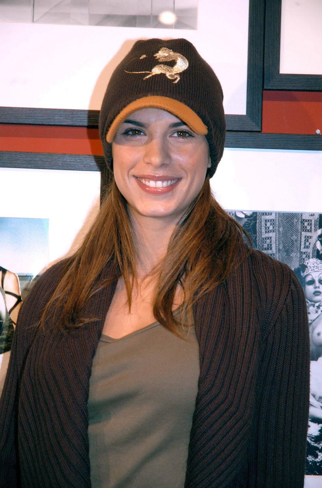 http://4.bp.blogspot.com/-VizzZeSf5p8/ToSTQLX5t6I/AAAAAAAAAcI/IBiQsoB8wuc/s1600/george-clooney-elisabetta-canalis-2010-golden-globe-awards-red-carpett-04.jpg