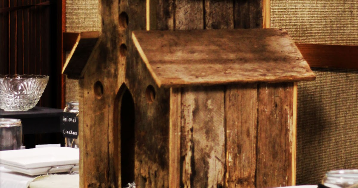Creative mommas barn wood birdhouse for Things to make out of barn wood
