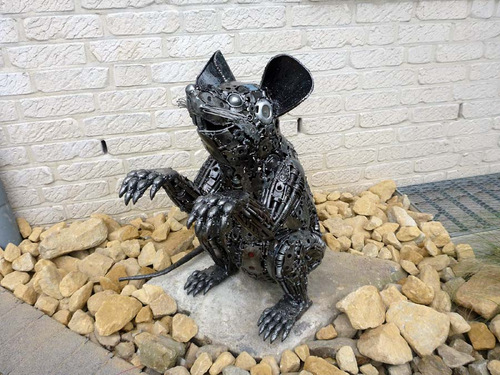 01-Small-Animal-Sculpture-Mouse-Giganten-Aus-Stahl