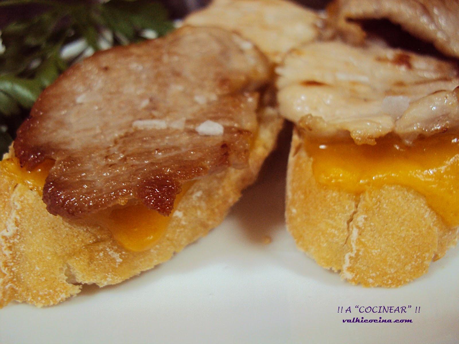 Montadito de secreto de cerdo y queso cheddar