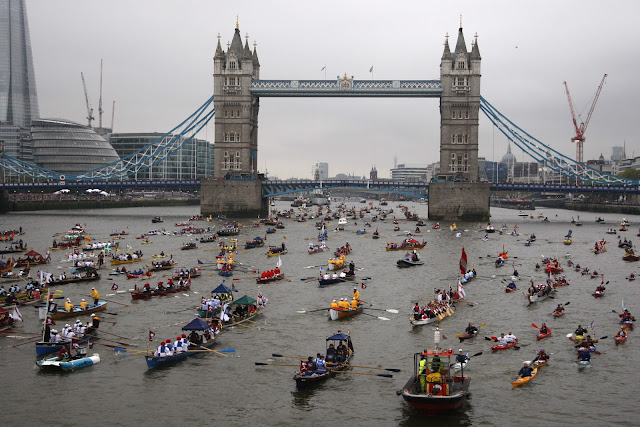 Queen+Diamond+Jubilee+Thames+Pageant+photos+man+powered+boats