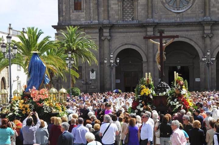 http://multimedia.laprovincia.es/fotos/las-palmas-de-gran-canaria/procesion-las-mantillas-las-palmas-gran-canaria-20087_7.shtml