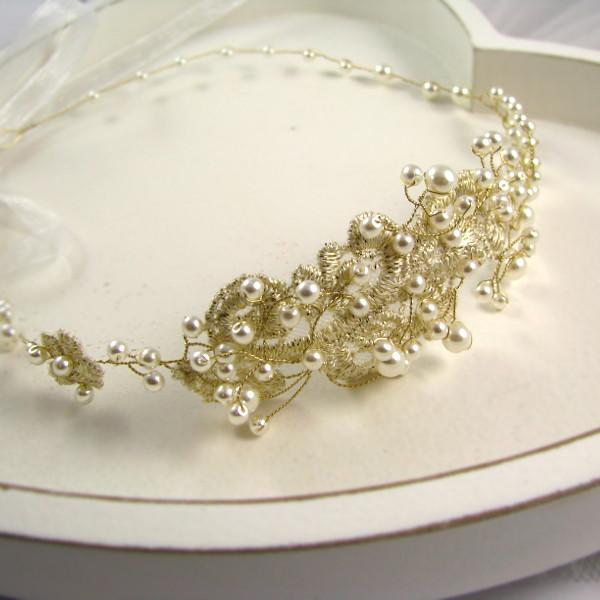 Złota opaska ślubna z perłami