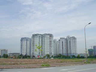 Block of flats near the Skyscraper Keangnam