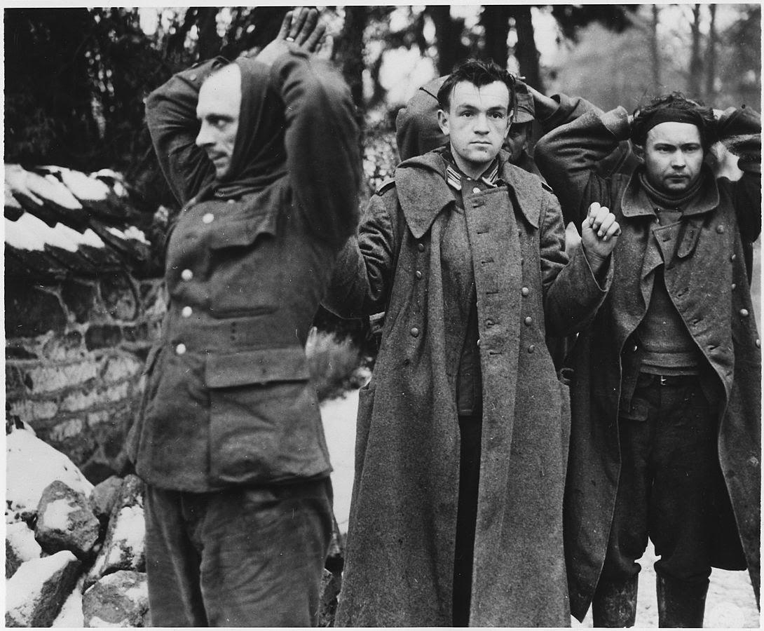 1090px-German_POW's_captured_by_the_U.S.