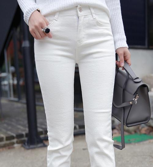 Straight-Leg Jeans with Raw Hem