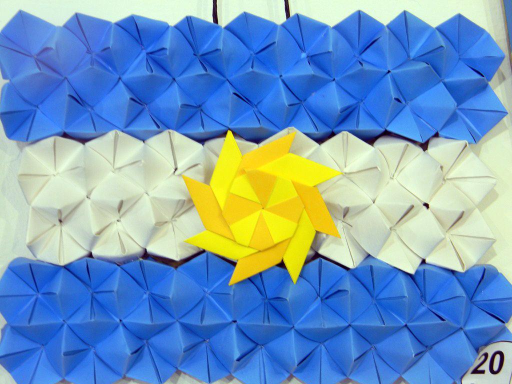 Colegio babar concurso de banderas 2012 for Banderas decorativas para jardin