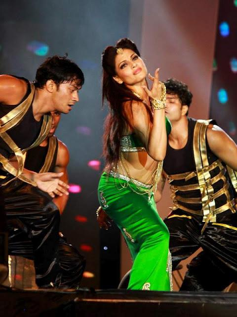 Bipasha Basu In Hot Green Outfit At Carlton7 Dance - Sri Lanka - Bollywood Celebrity Pictures - Famous Celebrity Picture