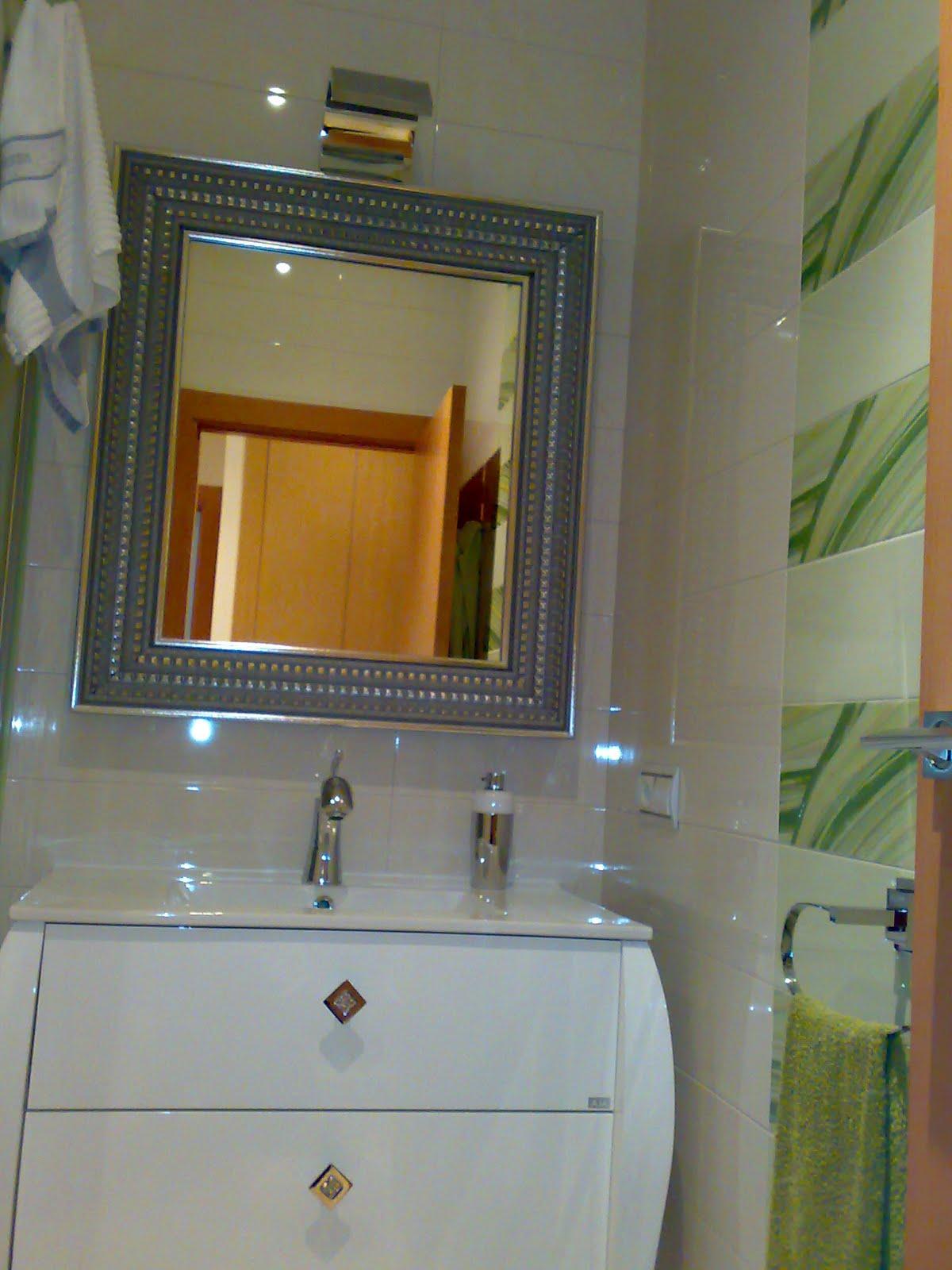 Azulejo Para Baño Verde:BAÑO: Azulejos de gran formato en blanco todo el baño, en verde el