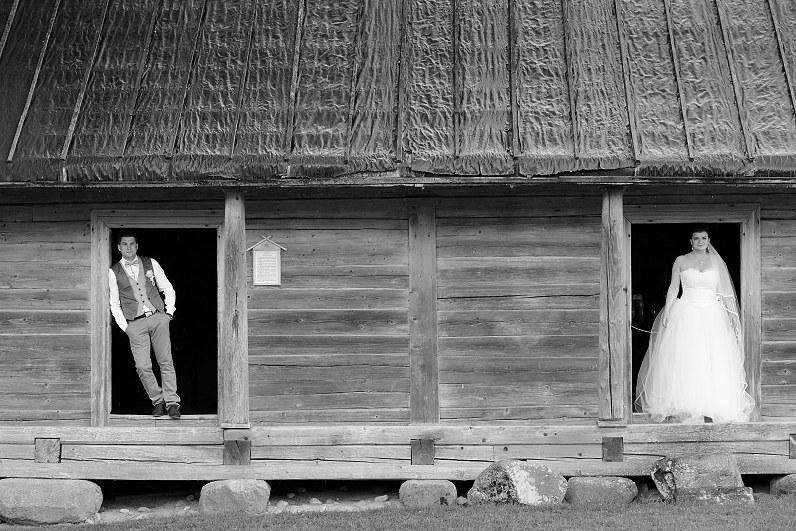 Vestuvių fotosesija Kleboniškių kaimo buities muziejus panevežio muziejuje