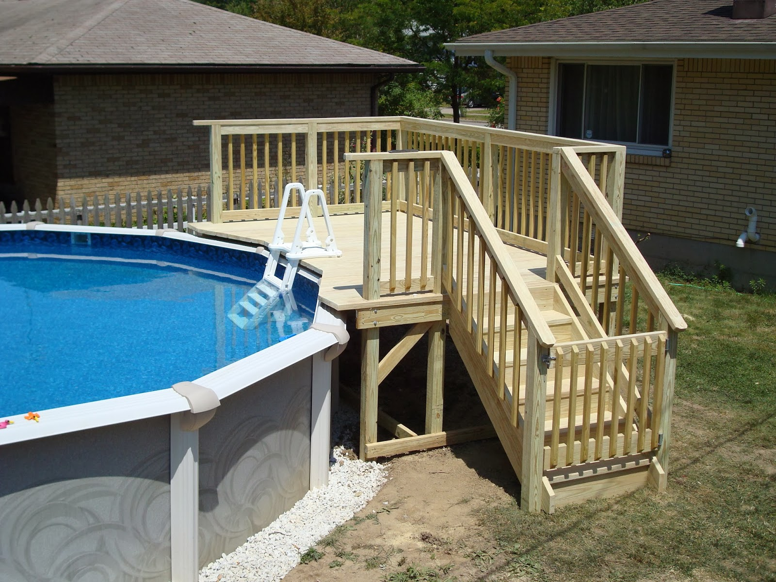 Currydecks for Above ground pool decks for small yards