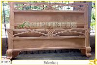 Tempat tidur ukiran kayu jati Selendang