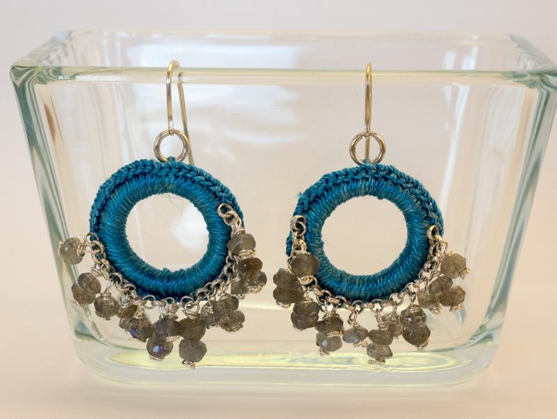 Orecchini crochet filo di seta, labradorite e argento
