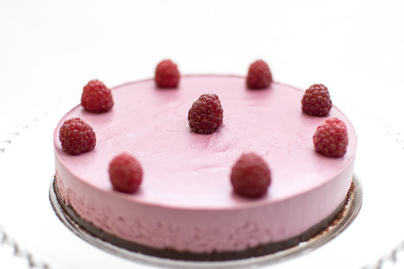 Raw raspberry cake focus middle