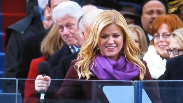 Clinton Kelly Clarkson 2013 Photobomb Shot