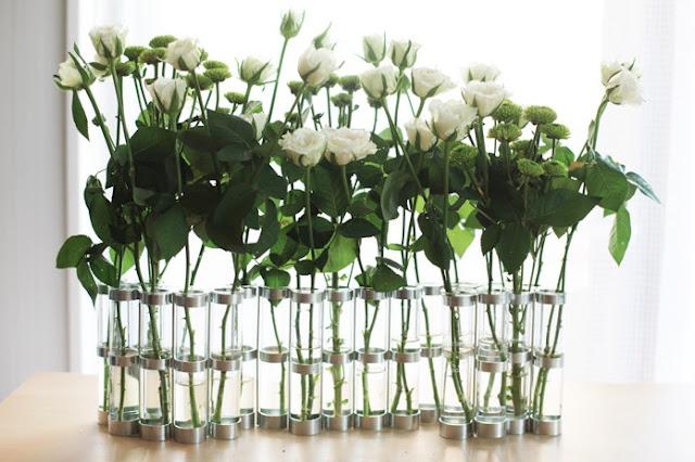 Avril vase white flowers%5b1%5d